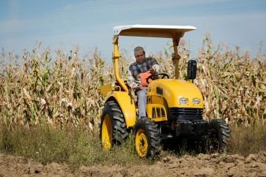 Ajutorul tau de nadejde: un tractor Dongfeng DF404
