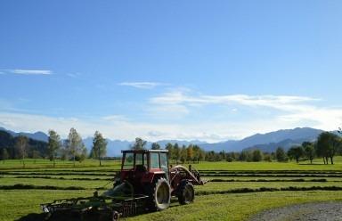 Tractoare si utilaje agricole utile vara aceasta